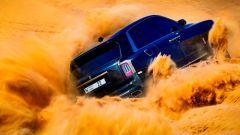 Rolls Royce Cullinan: il super SUV fa drifting nel deserto. Video