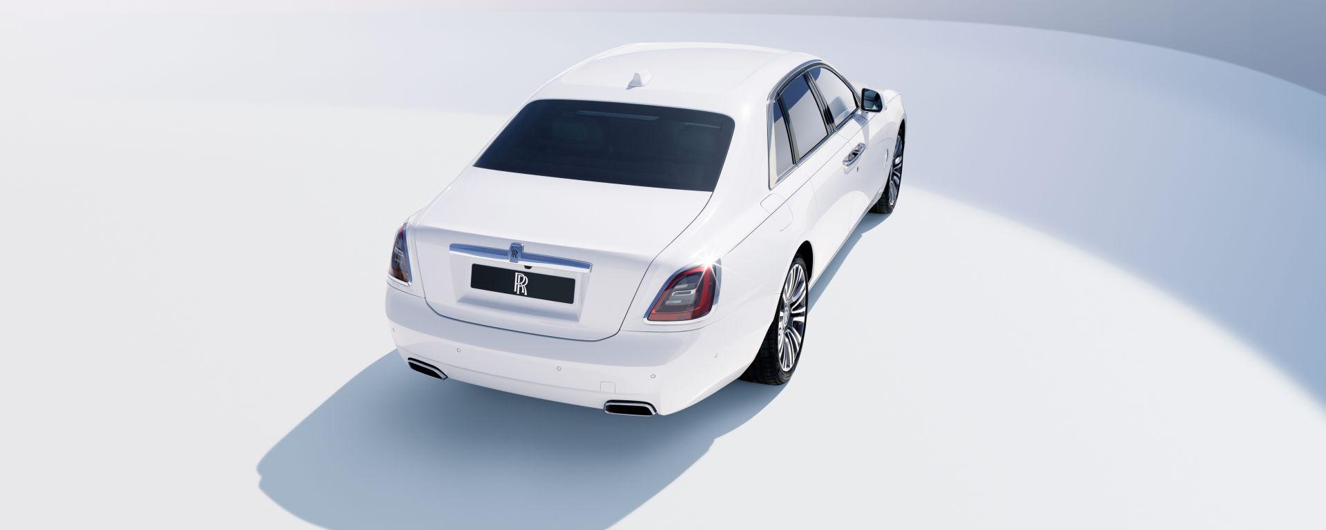 Rolls-Royce Ghost: completamente rinnovata, cresce in dimensioni
