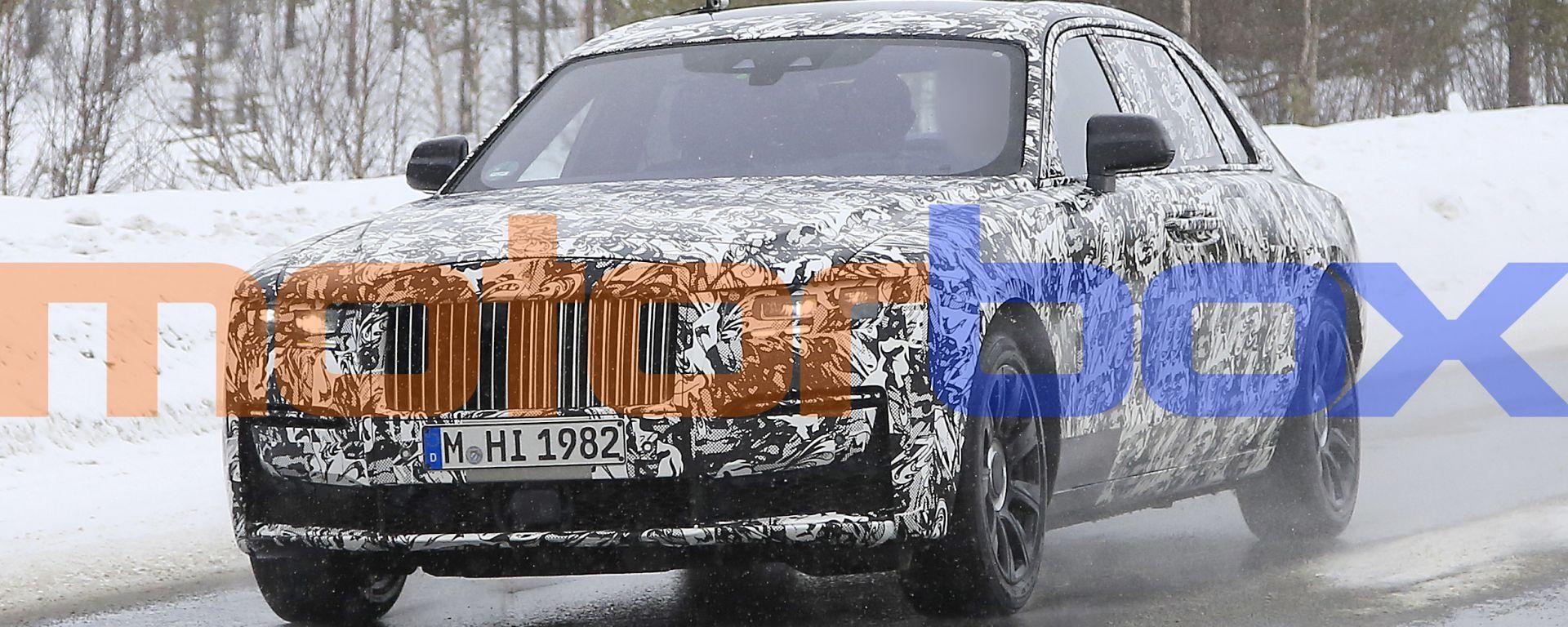 Rolls-Royce Ghost EWB: il frontale