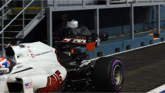 Romain Grosjean di ritorno ai box con il retrotreno danneggiato - F1 GP Singapore