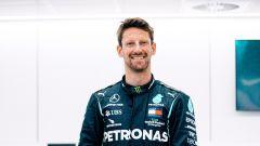Romain Grosjean prova il sedile della Mercedes F1 in fabbrica a Breckley