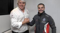 Romano Fenati stringe la mano a Giovanni Cuzari, team owner della Forward Racing