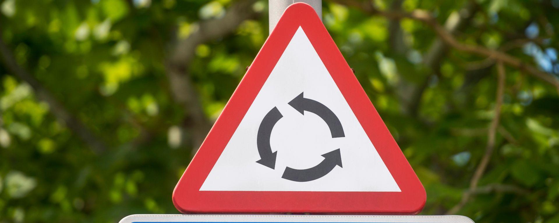 Rotatorie: 2 automobilisti su 3 non sanno affrontarle in sicurezza