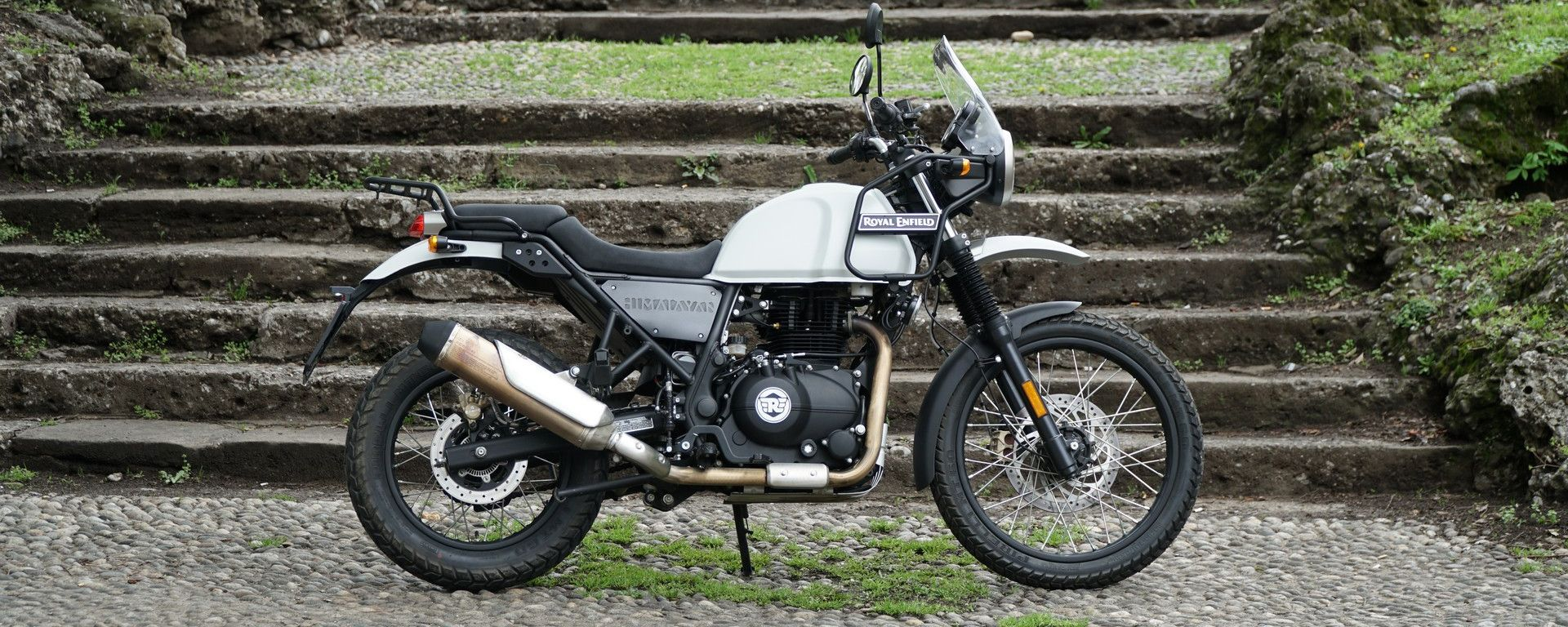 Royal Enfield Himalayan: vista laterale