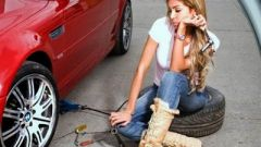 How to change a car tyre - Immagine: 1