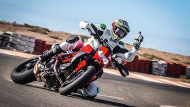 Ruben Xaus in derapata con una Ducati Hypermotard 950