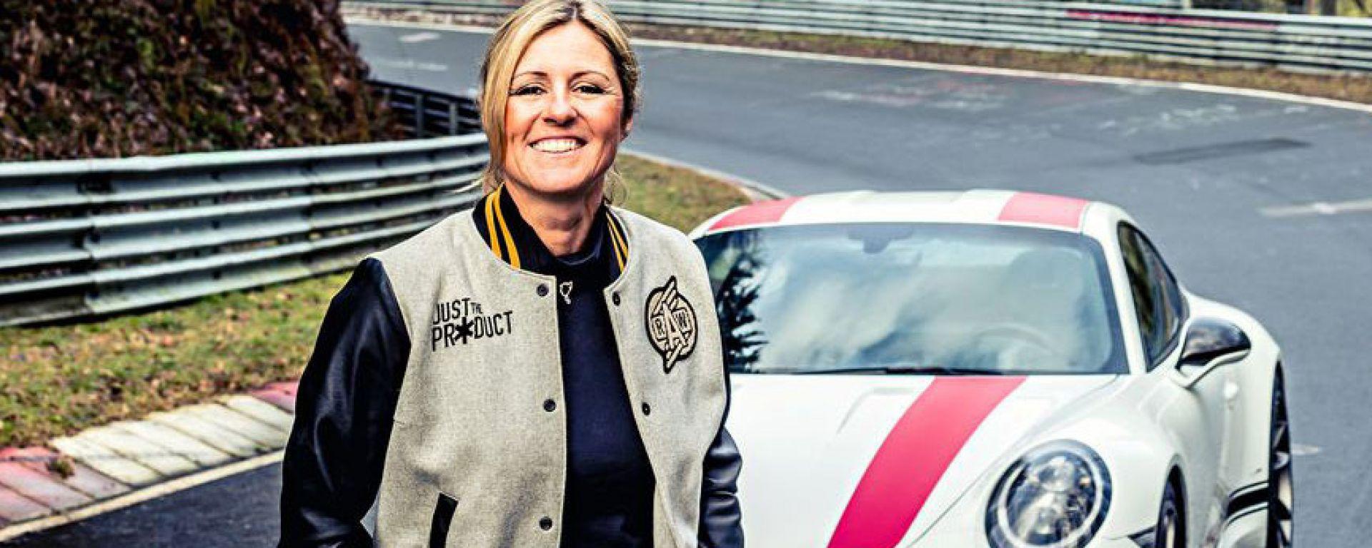 Sabine Schmitz al Nurburgring Nordschleife | Foto: Porsche