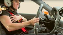 Sabine Schmitz al volante di una Porsche 911 GT3 al Nurburgring