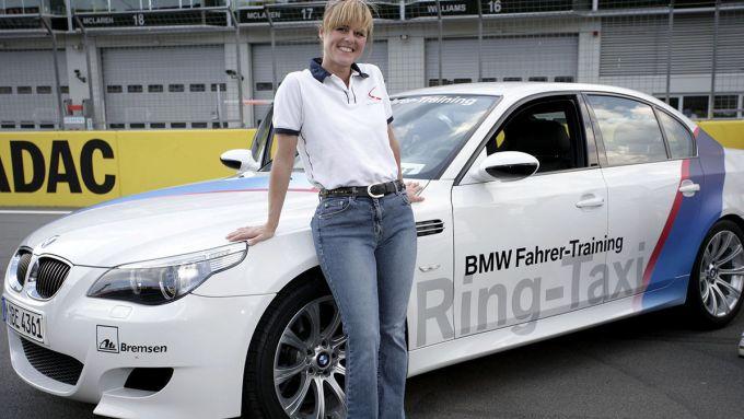 Sabine Schmitz, regina del Nurburgring,e la sua BMW M5 ''Ring Taxi''