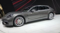 Salone di Ginevra 2017, Porsche Panamera Turbo Sport Turismo, vista tre quarti sinistra