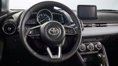 Nuova Toyota Yaris, sotto il vestito c'è una Mazda2 - Immagine: 8