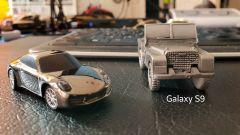 Samsung Galaxy S9: modellini su un tavolo