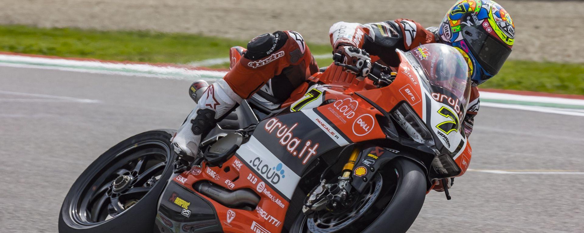 SBK Imola: La Ducati di Chaz Davies sbanca il sabato con pole e vittoria in gara 1