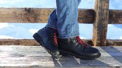 scarpe Stylmartin Red Rock in pelle marrone pieno fiore e lacci rossi