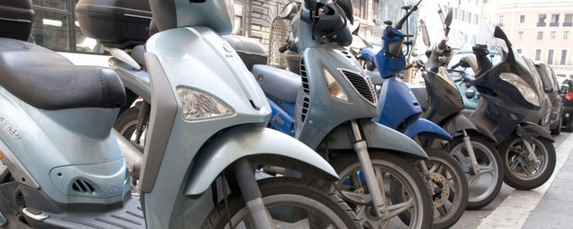 Scooter, motorini parcheggiati non euro4