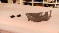 Scorpion Covert-X: nella confezione anche una visiera fumé e dei tappi per le guide mentoniera