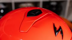 Scorpion EXO 930: il colore rosso neon