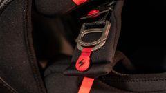 Scorpion Exo R1 Carbon Air: chiusura a doppio anello