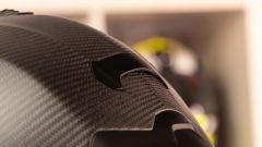 Scorpion Exo R1 Carbon Air: dettaglio dell'estrattore posteriore