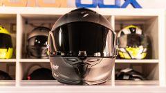 Scorpion Exo R1 Carbon Air: forntale con visiera nera optional