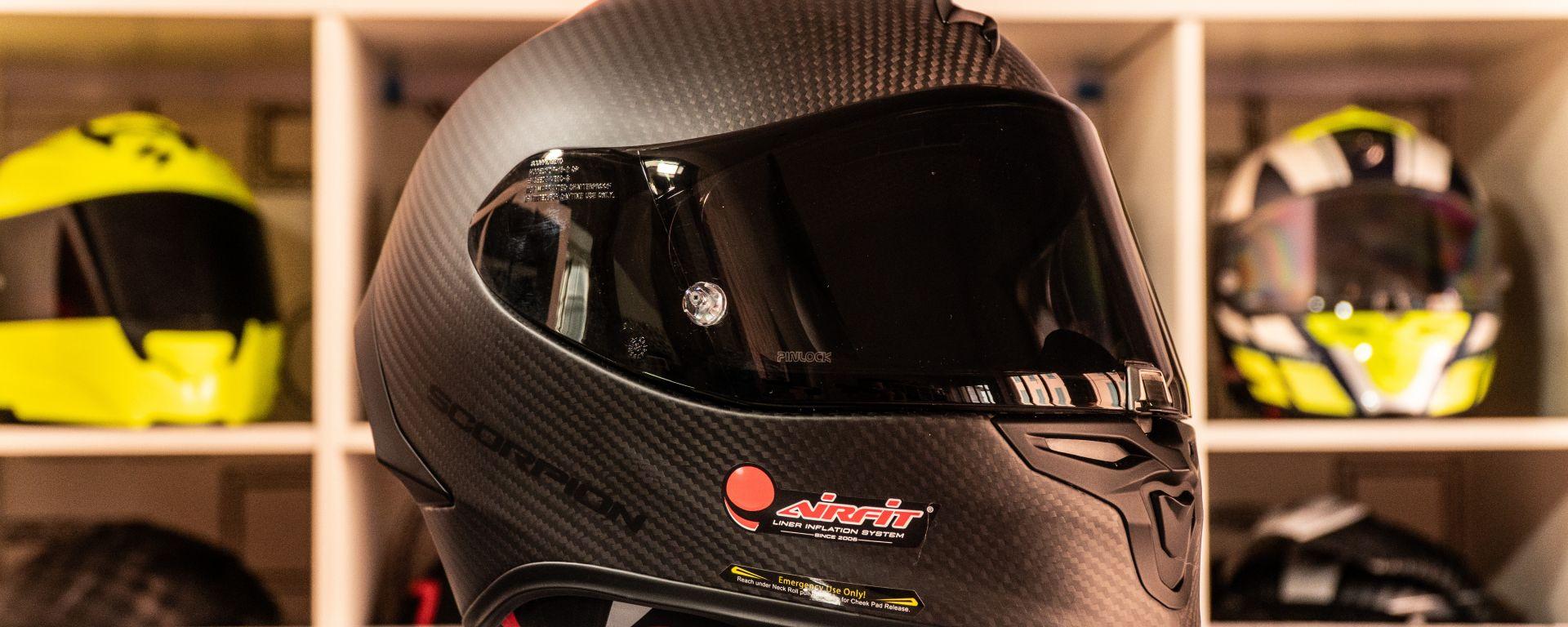 Scorpion Exo R1 Carbon Air: il casco racing in carbonio