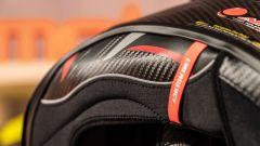 Scorpion Exo R1 Carbon Air: il sistema di sgancio rapido dei guanciali in caso d'emergenza