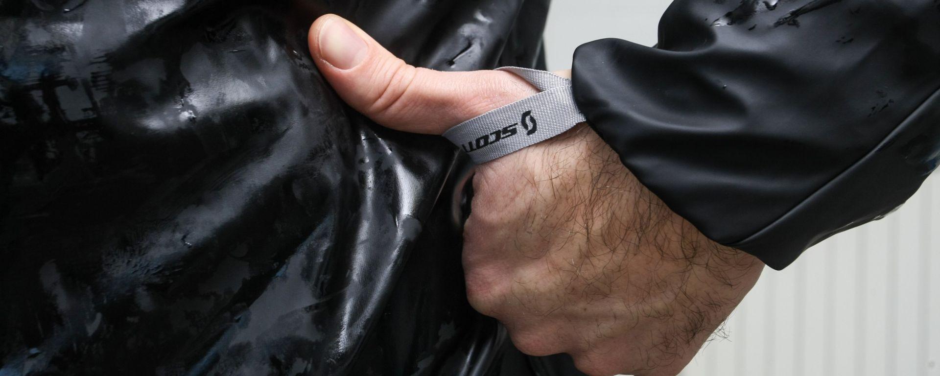 Scott: giacca e pantaloni PRO DP Rain, guanti Distinct 1 GP