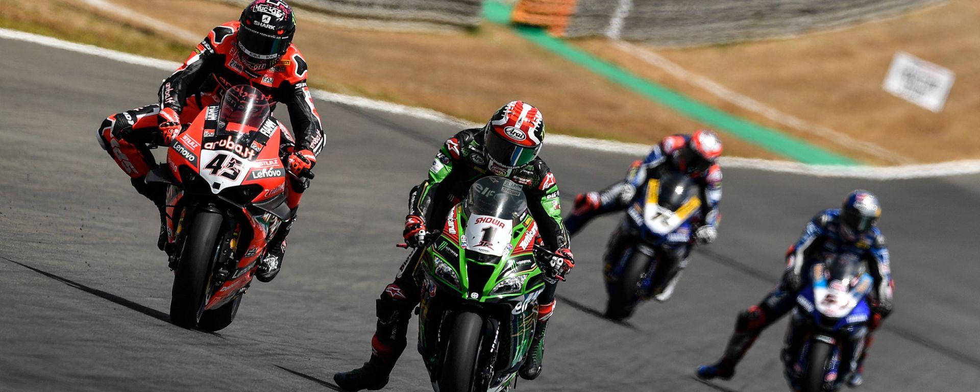 Scott Redding (Ducati) e Jonathan Rea (Kawasaki)