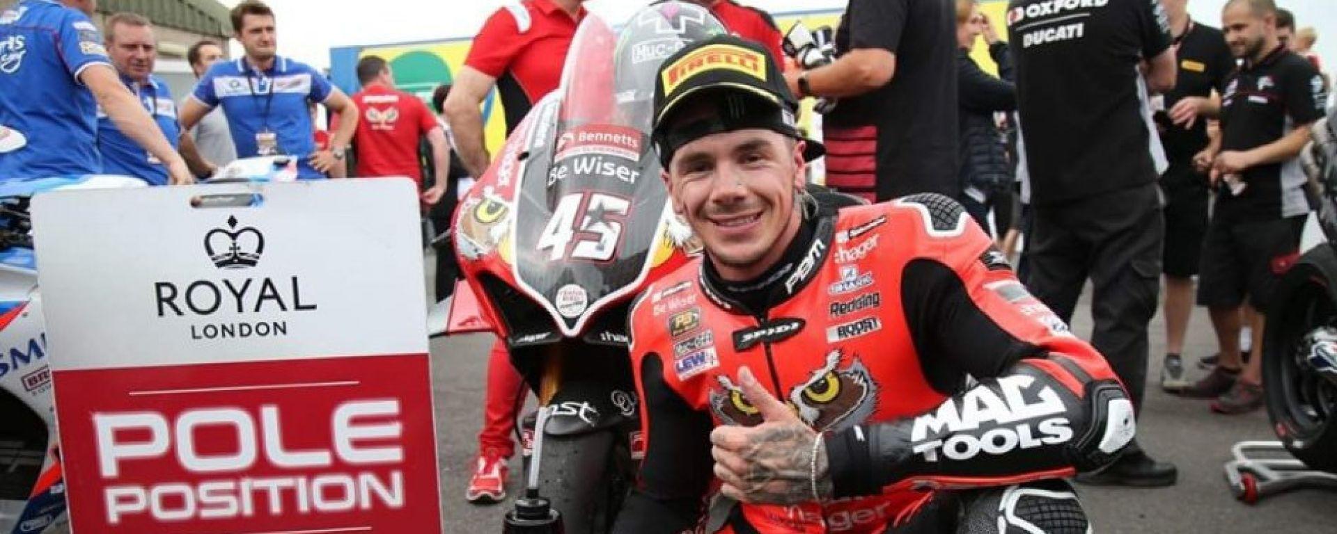 Scott Redding impegnato nel British Superbike 2019 con la Ducati Panigale V4 R