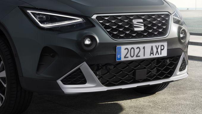 Seat Arona 2021, allestimento Xperience Dark Camouflage, dettaglio delle luci frontali