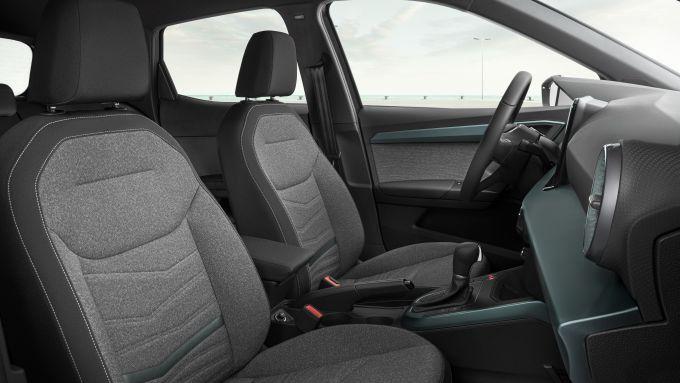 Seat Arona 2021, allestimento Xperience Dark Camouflage H, gli interni