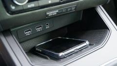 Seat Ibiza FR TGI: slot di ricarica a induzione
