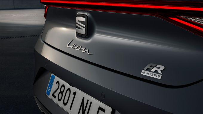 Seat Leon 1.4 e-Hybrid 204 CV DSG: il badge sul posteriore la identifica
