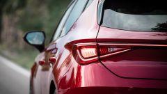 Seat Leon FR 2020, il gruppo ottico posteriore e la linea luminosa Coast-to-coast