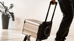 Seat Mò e-Scooter 125: con il trolley la batteria si sposta (quasi) senza problemi