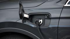 Seat Tarraco plug-in: la presa di ricarica sopra il parafango destro