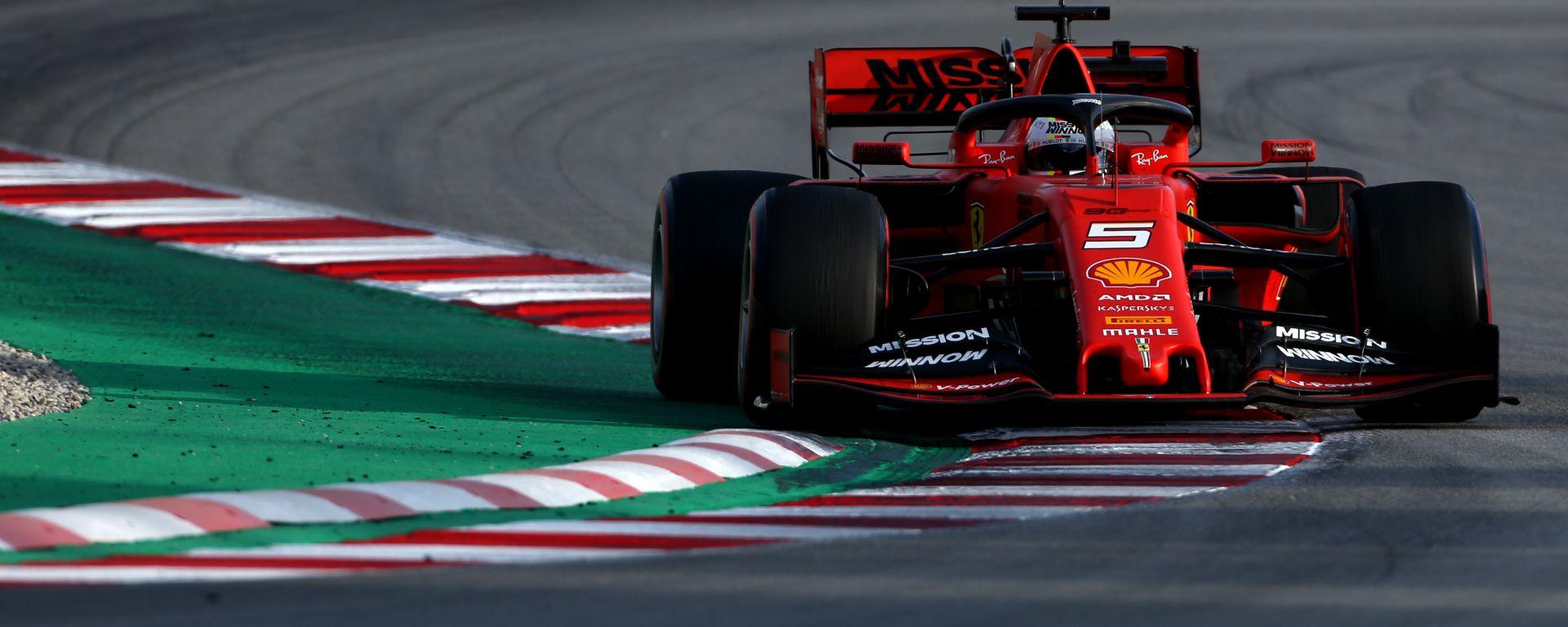 Sebastian Vettel alla guida della SF90 durante i test F1 Barcellona