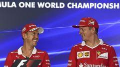 Sebastian Vettel e Kimi Raikkonen nella conferenza stampa malese