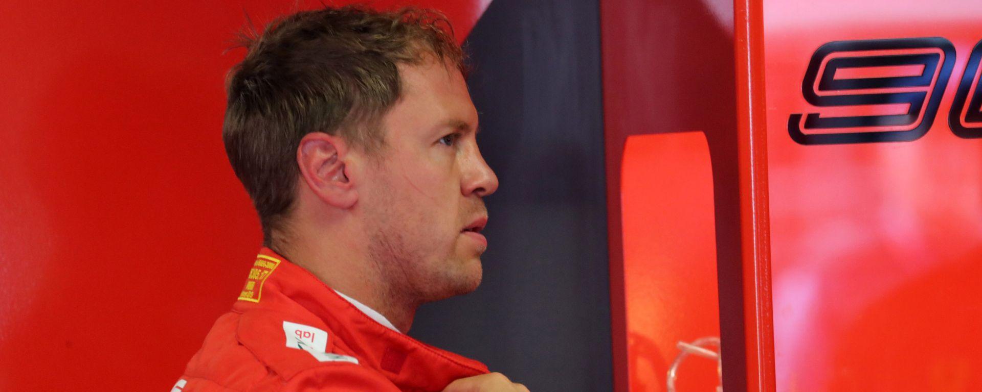Sebastian Vettel (Ferrari) nel suo box