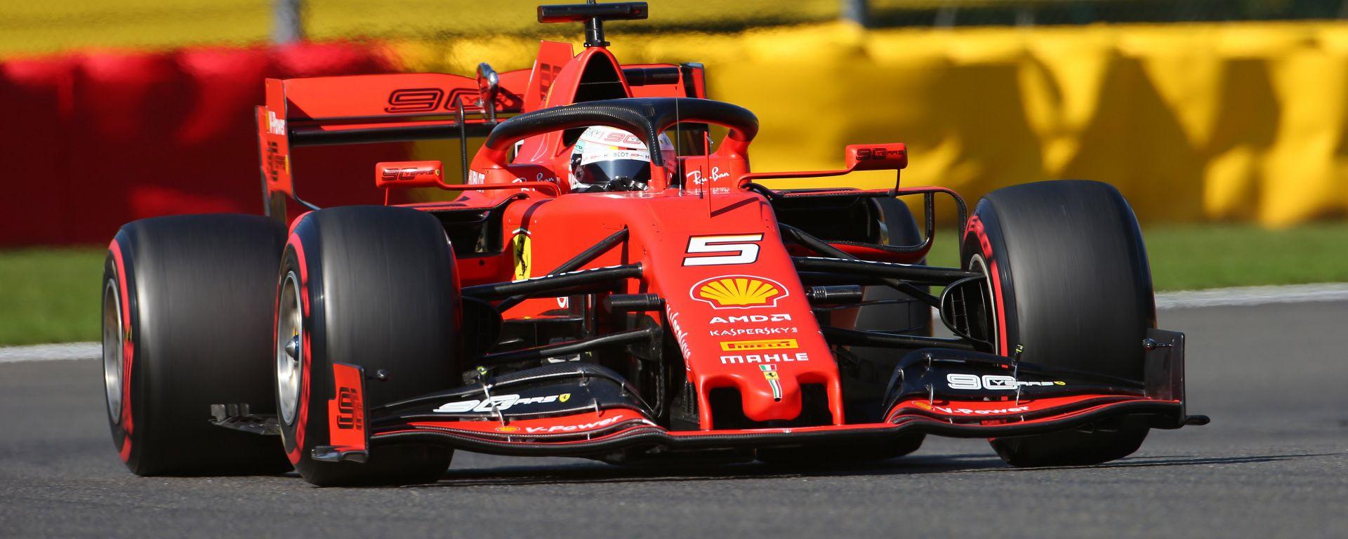 Sebastian Vettel (Ferrari SF90) in pista a Spa-Francorchamps