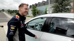 Sebastian Vettel guida la Twizy Renault Sport F1 - Immagine: 13