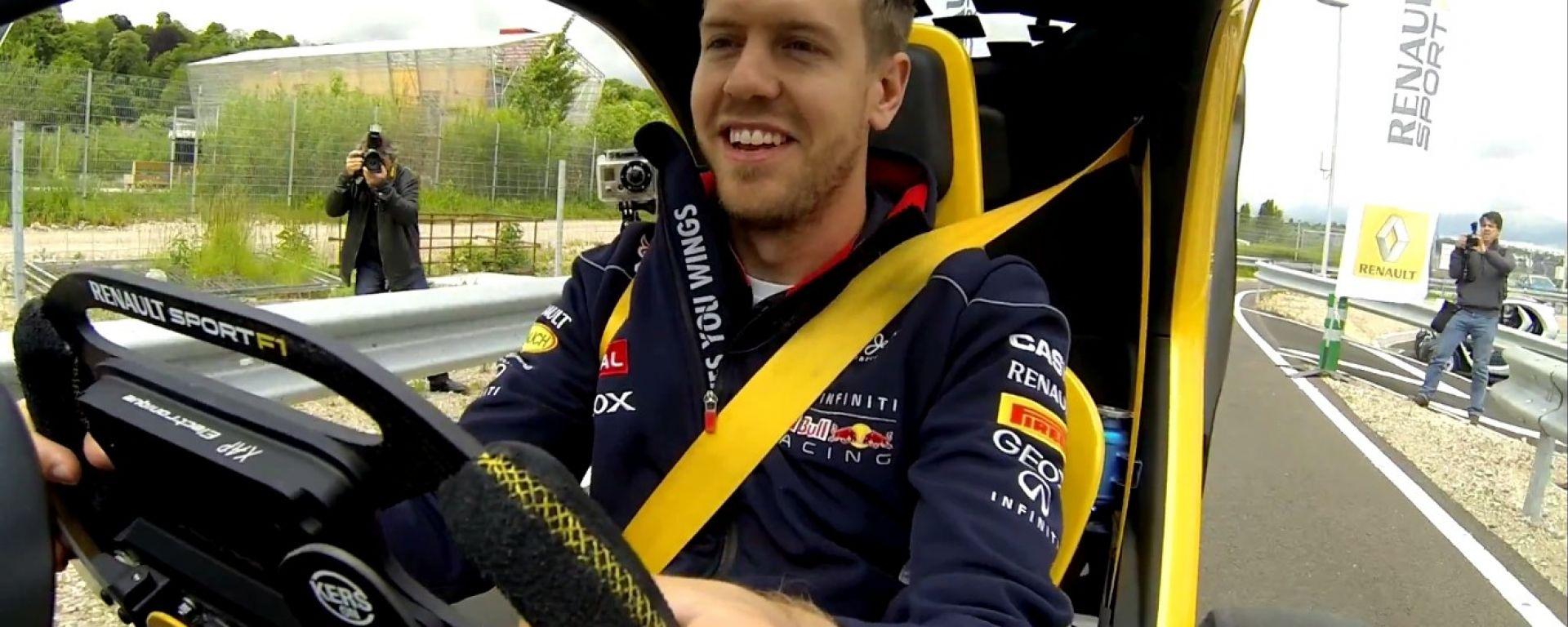 Sebastian Vettel guida la Twizy Renault Sport F1