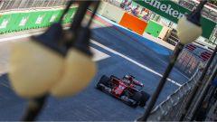 Sebastian Vettel in azione sul circuito di Baku