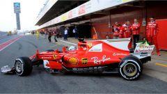 Sebastian Vettel in uscita dai box della Scuderia Ferrari - F1 2017