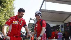 Sebastian Vettel nel paddock di Melbourne
