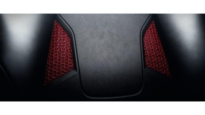 Sedili Porsche a guscio stampati in 3D: le finestre sullo schienale mostrano la struttura interna