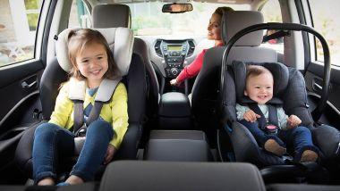Seggiolini in auto: come districarsi tra omologazioni e sigle