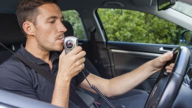 Sempre più diffusi gli etilometri che impediscono l'avviamento del motore se il conducente non è sobrio
