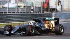 Sepang International Circuit - il motore in fiamme della W07 Hybrid di Lewis Hamilton (2016)