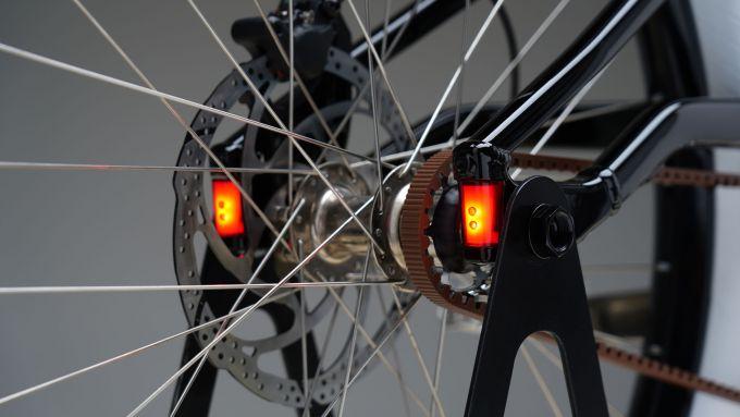 Serial 1: le luci posteriori integrate nel telaio